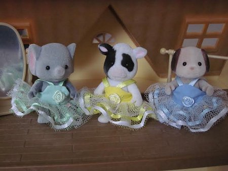 three sylvanian ballerinas